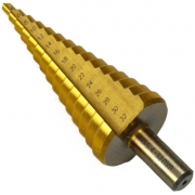 Vrták stupňovitý, 4-32mm, stupňování po 2mm, 15 otvorů, stopka 10mm, TiN GEKO